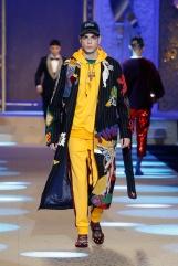 dolce-and-gabbana-fall-winter-2018-19-men-fashion-show-runway-18